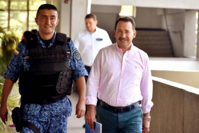 Imputan cargos por corrupción a dos exfuncionarios de la CAS