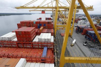 Aumento de exportaciones redujo déficit de la balanza