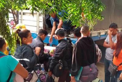 Desalojan a venezolanos alojados en parque de Cúcuta