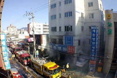 Incendio en hospital de Corea del Sur deja 37 muertos