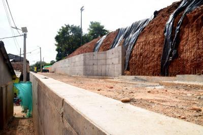 Lagos del Palmar lleva casi un año esperando un muro