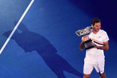 Federer agranda su historia