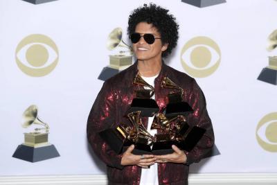 Despacito no pudo con los éxitos de Bruno Mars