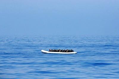 Barco con 90 inmigrantes naufragó en las costas de Libia