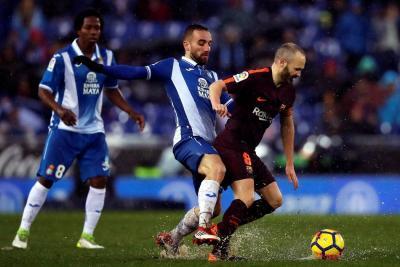 Carlos 'La Roca' Sánchez debutó en empate del Barcelona con el Espanyol