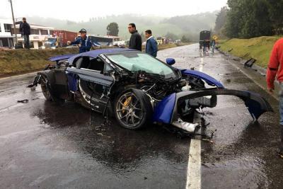 Un Porsche, un Mercedes y un McLaren involucrados en choque