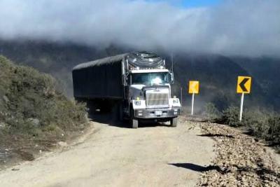 Comunidad en Santander tuvo que arreglar una vía que autoridades dicen que 'está bien'