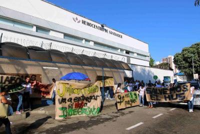 Otra vez protestan por pagos en el Hospital Universitario de Santander