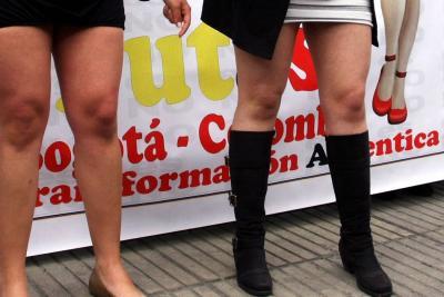 Estudiantes protestaron por recomendación de universidad de Medellín de no usar minifalda