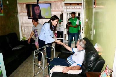 Adulto mayor recibió silla de ruedas de la Alcaldía