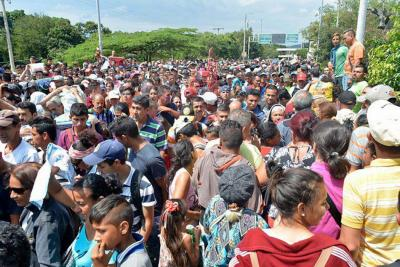 Gobierno alista un plan básico en salud para la atención de los venezolanos