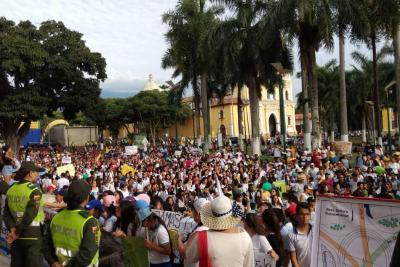 Estudiantes de la Normal Superior marcharon para rechazar obras de intercambiador
