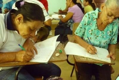 1.200 jóvenes y adultos podrán estudiar básica y media secundaria por ciclos