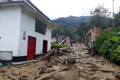 Avalancha se llevó una escuela y más de 10 casas en Antioquia