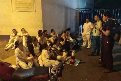 """Trabajadores del Hospital Universitario de Santander """"durmieron"""" en la calle"""