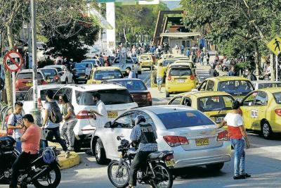 Anarquía en el tránsito frente a la UIS