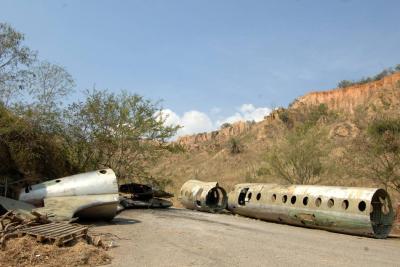 Avión fue trasladado del Parque de la Vida a lote de la Empresa de Aseo de Bucaramanga