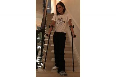 La 'metida de pata' de Victoria Beckham: se fractura la pierna izquierda