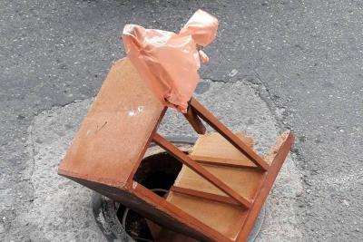Comunidad advierte peligro por falta de tapa de alcantarilla en Bucaramanga