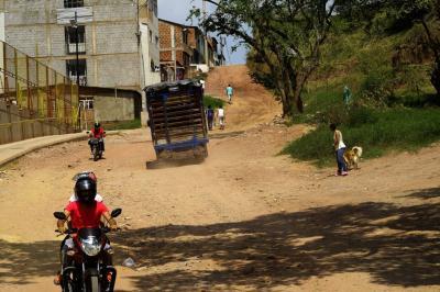 Alcaldía de Piedecuesta invertirá en malla vial de zonas urbana y rural