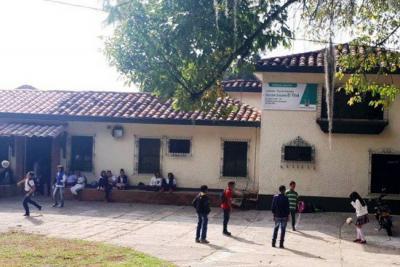 Convirtieron una finca abandonada en colegio con 240 cupos escolares