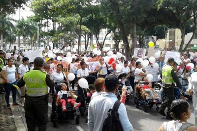 Niños en situación de discapacidad marcharon en Bucaramanga para exigir mejor atención en salud