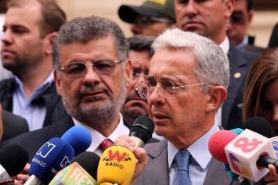 Tribunal le ordena a Uribe retractarse por afirmaciones contra Daniel Coronell