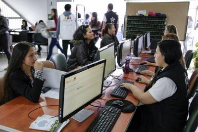 Más de 5 mil vacantes laborales para mujeres se ofrecerán en Santander