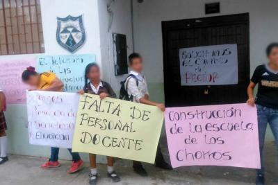 Estudiantes de Rionegro protestaron por hacinamiento y falta de docente