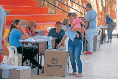 Maquinarias políticas se reacomodan en Santander