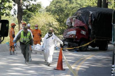 Choque de vehículos pesados dejó dos personas muertas en Piedecuesta