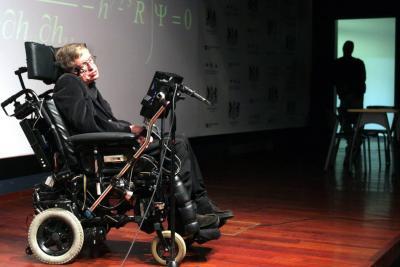 Stephen Hawking, una mente veloz encerrada en un cuerpo inmóvil
