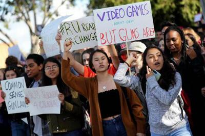 Estudiantes en Estados Unidos alzan la voz por un mayor control en venta de armas