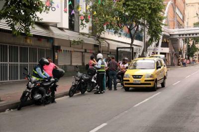Sancionan a 69 conductores que violaron el carril exclusivo de Metrolínea