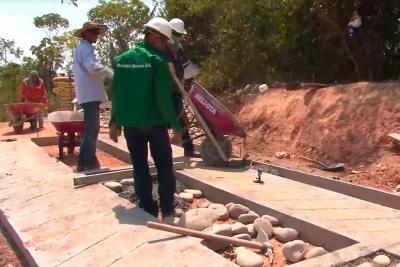 Adelantan obras de construcción de placa huella en zona rural