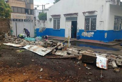 Demolieron muro en el Colegio Antonia Santos