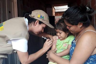 Hoy se realiza una jornada de vacunación contra sarampión para niños venezolanos