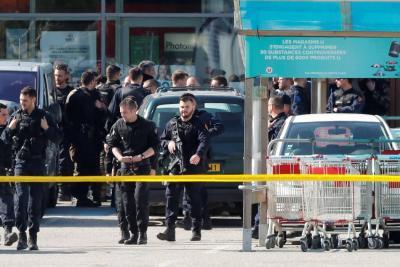 Toma de EI deja 3 muertos en Francia