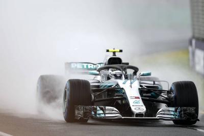 Hamilton se quedó con la primera 'pole' de la temporada