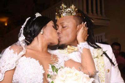 Mr Black se casó con la corona puesta