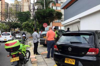 'Meterán en cintura' en Bucaramanga a quien adecúe andenes como parqueaderos