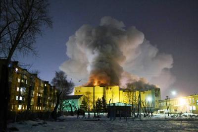 64 personas murieron por incendio en centro comercial de Rusia