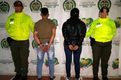 Pareja fue capturada tras  ser acusada de extorsión