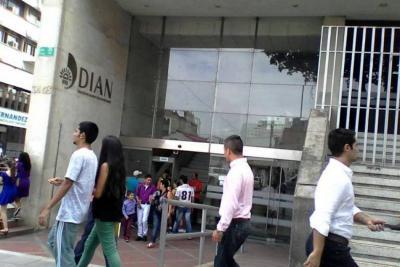 Servidores públicos y contratistas del Estado en Bucaramanga deben $26.225 millones