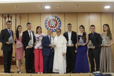 Sede de la Santo Tomás en Bucaramanga gradúa primera promoción de Administradores de Empresas