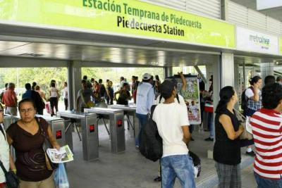 Usuarios de Metrolínea denunciaron retrasos