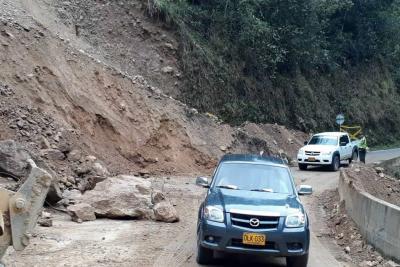 Habilitan paso a un carril en la vía entre Málaga y Curos tras derrumbe