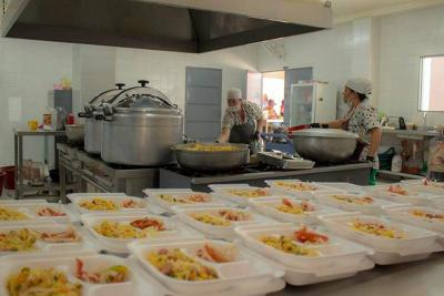 Programa social de almuerzos para  población vulnerable del municipio