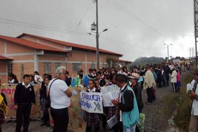 Masiva participación en protesta contra la minería en Santander