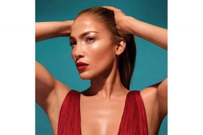 Jennifer López lanzará su  propia línea de maquillaje